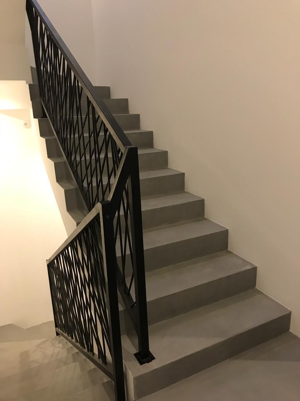Микроцемент на лестнице